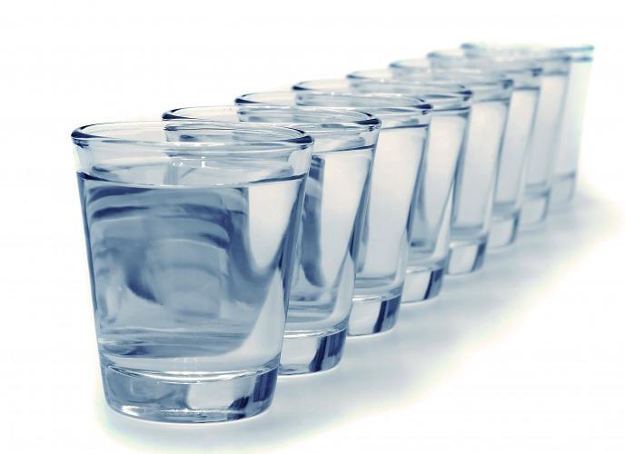 вода стаканы